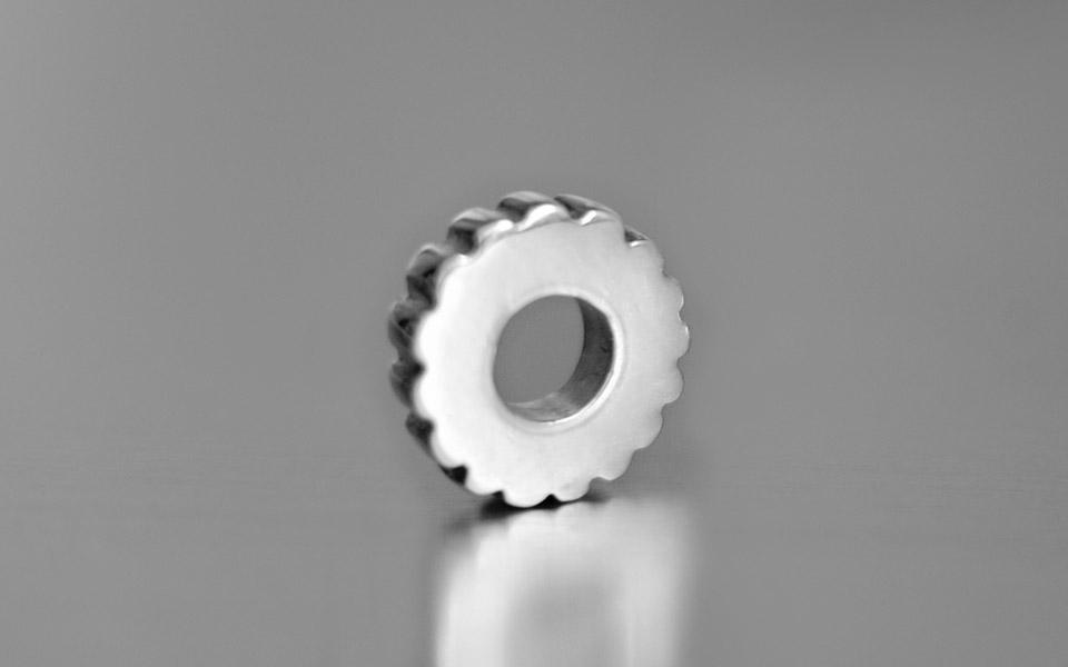 Narradores contemporary and classic silver cog bead