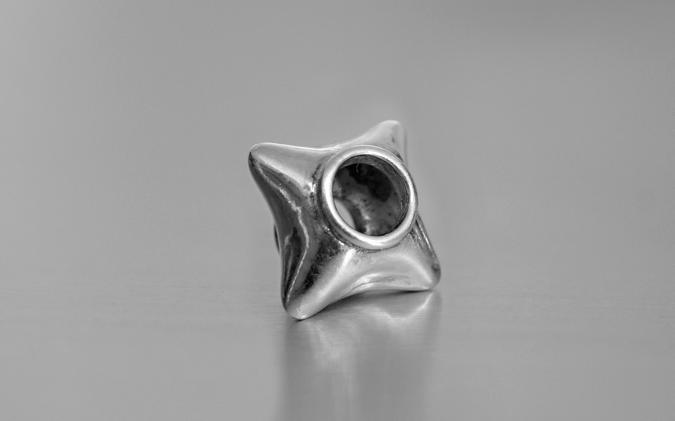 Narradores contemporary and classic silver star bead